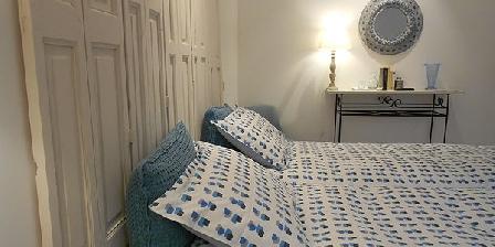 chambres d 39 h tes sous le n flier une chambre d 39 hotes dans le gard dans le languedoc roussillon. Black Bedroom Furniture Sets. Home Design Ideas