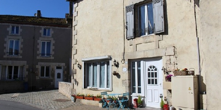 Bed and breakfast La Maison Au Coin > La Maison Au Coin, Chambres d`Hôtes Le Vigeant (86)