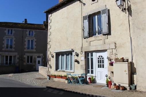 La Maison Au Coin, Chambres d`Hôtes Le Vigeant (86)