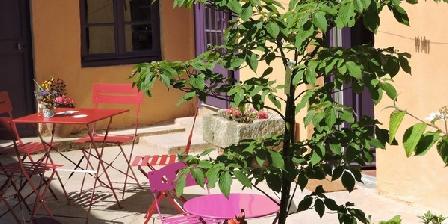 La Chambre Du Père Leleu - Chambres D'hôtes Les Coûtas La Chambre Du Père Leleu - Chambres D'hôtes Les Coûtas, Chambres d`Hôtes Mailly-la-ville (89)
