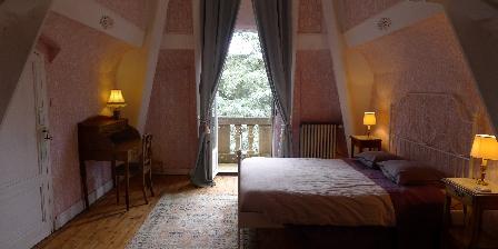 Chambre d'hotes Un Manoir à Tarare > la chambre de la tour