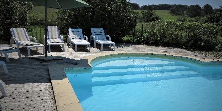 La Bergerie La piscine et son escalier roman