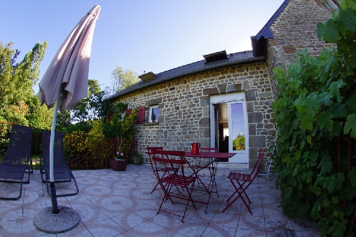 bed & breakfast Manche - The cottage Poppies with its terrace hard the park
