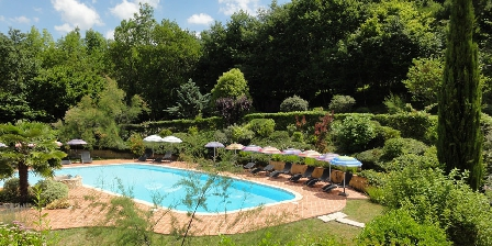 Le Petit Gîte du Château de Missandre La piscine