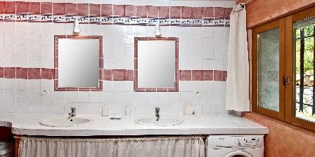 Le Mas de La Citadelle - Gîte La Treille Et ses 2 vasques et miroirs