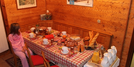 La Maison de Vacances Hild Le petit déjeuner est prêt