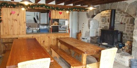 Gîte de Groupe Les Deux Frères La cuisine et salle a manger
