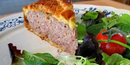 Au Fil de La Fecht Spécialité culinaire : tourte et salade