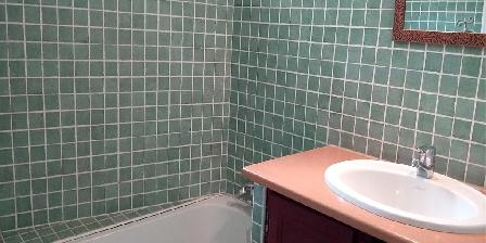 Les Gites du Pic du Comte - L' Ecurie La salle de bains