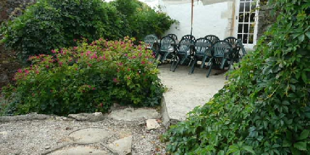 Vendee Cottages Patio of the large house