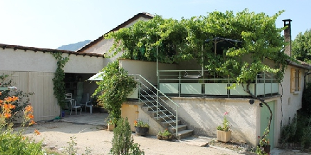 Gîte de Planchetieu Les gites une oasis au milieu des vignes