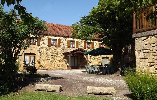 Chambre d'hote Dordogne - cour et bâtiment principal
