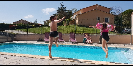 Aux 4 Saisons Children in the swimming pool  holidays spring
