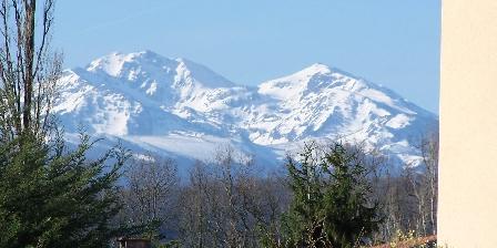 Aux 4 Saisons Vue sur les Pyrénées. Printemps