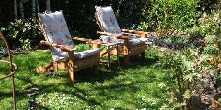 Gîte Les Hirondelles Détente au jardin