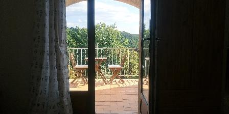 Les Maisons des Gorges du Lac Vue et accès terrasse de la Salle de Séjour