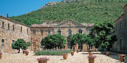 Château de La Motte - Gîtes et Salle de Réunion Abbaye de Fontfroide