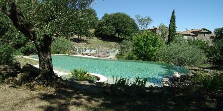 Mas de Valz, gîte La Grive Le mas vu de la piscine