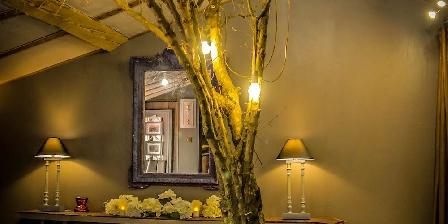Lyon Campagne, Loft Papillons Un arbre au milieu du loft