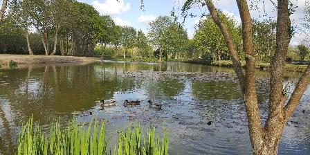 Le Village du Phare Accès Parc avec étang