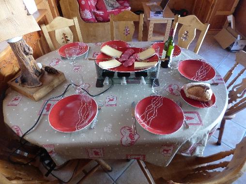 bed & breakfast Savoie - La table dressée avec sa raclette
