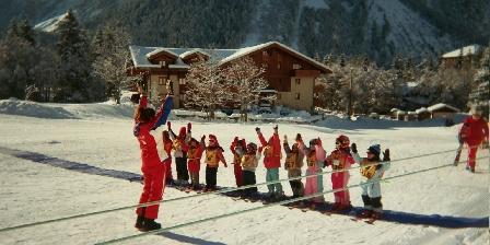 Le Dôme des Sonnailles à La Ferme de Pralognan Ecole de ski devant le chalet