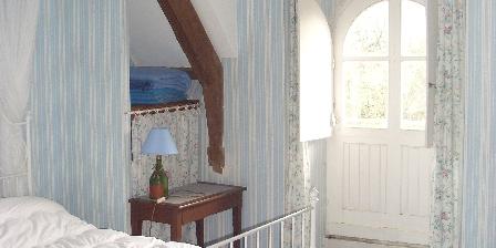 Gite Grand logis de Kerhir 12 à 16 pers > chambre bleue