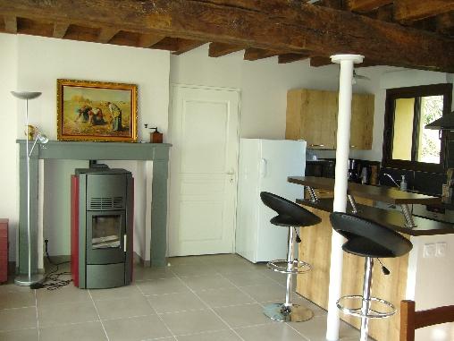Chambre d'hote Cher - coin cuisine et poêle à pellets