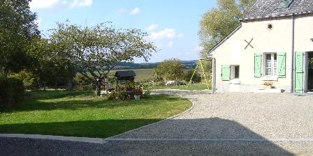 Gîte Le Charnoy Terrasse sous le cerisier