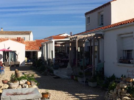 Chambre d'hote Charente-Maritime - COUR ET VUE GENERAL