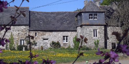 Grand Gîte du Vieux Manoir en Trégor pour 10 Pers Mer et Campagne Facade arriere du vieux manoir