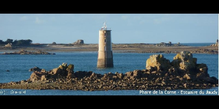 Grand Gîte du Vieux Manoir en Trégor pour 10 Pers Mer et Campagne L'embouchure du jaudy
