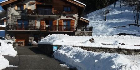 Gite Les Follières Maison sous la neige