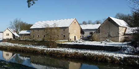 Gîte La Poudre d'Escampette Le Buisson et le canal en hiver