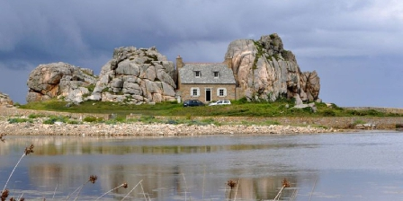 Vue Exceptionnelle Plage de Trestel Près Perros-guirec Plougrescant à 20mn la maison entre les rochers