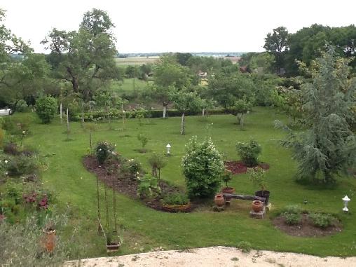le jardin avec vue sur la Brenne