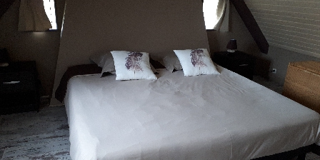 La Longère de Kermatheano Chambre CHÂTAIGNE (2 lits réunis)