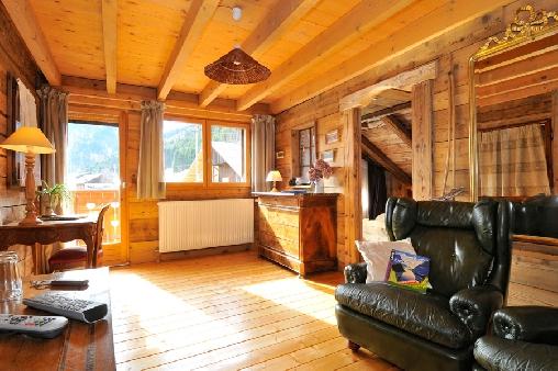Chambre d'hote Haute-Savoie - Le salon privé donnant sur le balcon