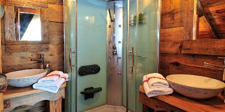 Le Chalet Salle de bains avec grande douche à jets et 2 vasques