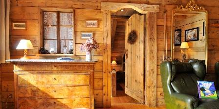 Le Chalet Salon et entrée de la chambre