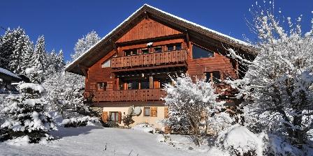 Le Chalet Le chalet en hiver et le balcon au 2ème étage