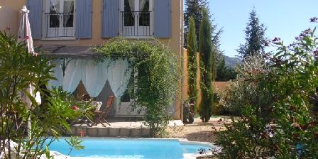 Gites du Clos Joséphine - Drôme Provençale et Gard Avec Piscine Façade bastide Rivière