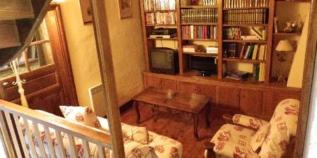 Gîte de Croupière Coin TV bibliothèque