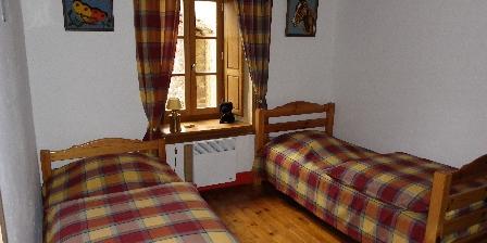 Gîte de Croupière Chambre 3 : 2 lits 90