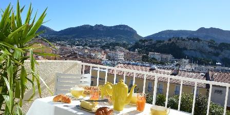 Le Bougainvillier Petit déjeuner en terrasse