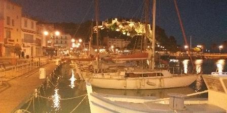 Le Bougainvillier Chateau et port la nuit