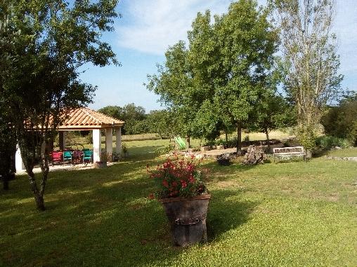 Chambre d'hote Gard - l'espace terrasse/ barbecue/jeux