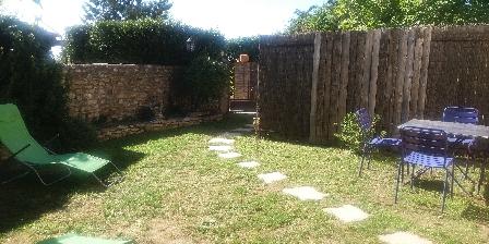 Les Fées du Gard La cour intérieure de Mélusine