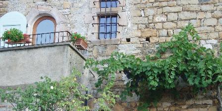 Gîte La Peirière Façade Gite la Peiriere et sa fenêtre à  meneau