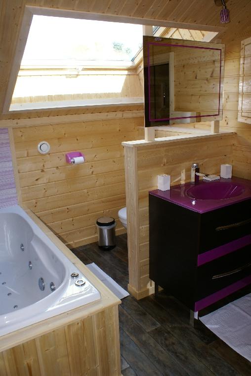 Chambre d'hote Vosges - salle de bain étage avec baignoir à remous